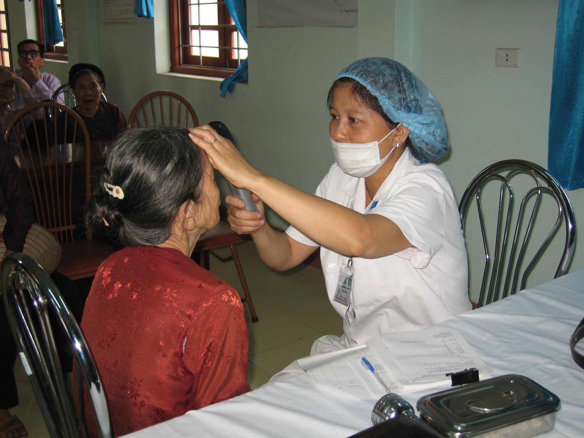 Khám mắt tại Bệnh viện mắt Hà Đông